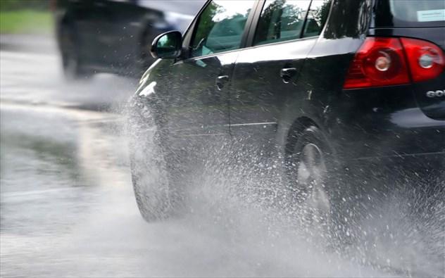 8 μικρά tips για ασφαλή οδήγηση το χειμώνα