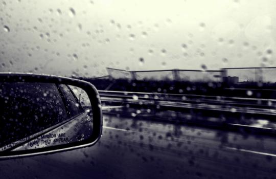 Οδήγηση στην βροχή.